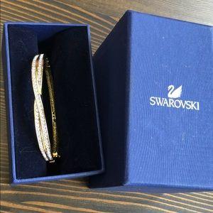 Gold bracelet NWOT